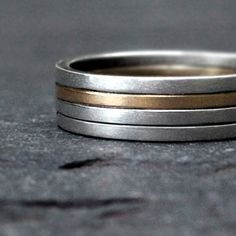 Continuing the two-tone theme, the different colour in here is great. The four-bands gives it a slightly offset look.