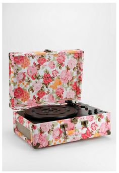 Floral Record Player- Urban Outfitters. I WANT ITTTTTTT!!!!!