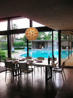 """Frank Sinatra's """"Twin Palms"""" estate in Palm Springs Mid Century House, Mid Century Style, Mid Century Modern Design, Modern Ranch, Mid-century Modern, Exterior Design, Interior And Exterior, Spring Architecture, Palm Springs Mid Century Modern"""