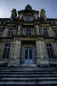 Chateau De Carnelle: External Entrance