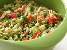 Brokkolisalat mit Pinienkernen. Ein Thermomix Rezept.