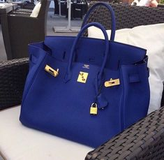 But, of course when being seated for your. -Pour le de janier- your Birkin Bag must have its own seat.its like caring for a child. Hermes Bags, Hermes Handbags, Fashion Handbags, Purses And Handbags, Fashion Bags, Hermes Birkin Bag, Cheap Handbags, Fashion Fashion, Runway Fashion