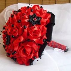 Bouquet de mariée en rouge et noir nina
