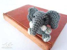 Amigurumi Elefant sitzend - kostenlose Häkelanleitung in Bild und Text