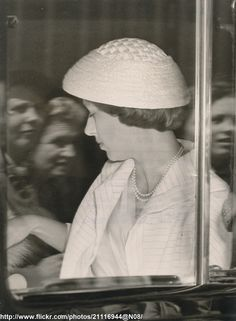 https://flic.kr/p/hyWByF | Princess Margaret goes to the Derby | DATE:June 6 1956 D:Princess Margaret is pictured in car,as she left Clarence House,for Epsom to see the Derby /original photo
