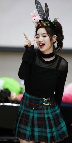 twice ♡ dahyun Nayeon, Kpop Girl Groups, Korean Girl Groups, Kpop Girls, Mbti Type, Warner Music, Twice Once, Twice Dahyun, Twice Kpop
