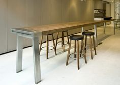 If you like traditional touches with a modern edge, then here is the kitchen work bench table for you! The walnut table by German company Balthaup Kitchen Work Bench, Long Kitchen, Kitchen Benches, Buy Kitchen, Wooden Kitchen, Open Plan Kitchen, Kitchen Living, Walnut Kitchen, Kitchen Tables