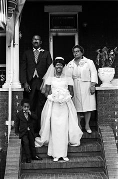 Gorgeous bride and family on the porch. | 60 Adorable Real Vintage Wedding Photos From The '60s