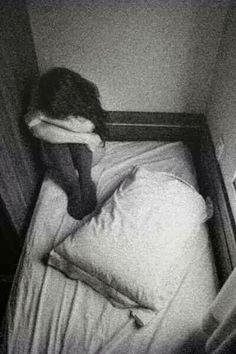 Ella lloraba en las noches.  — Cuando nadie podía oírla. — Cuando nadie podía juzgarla.