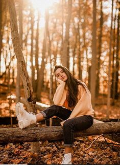 autumn photography Classy Spring Outfit Ideas For Womens To wear now Fashion Styles Fashion photography poses studios models 67 new Ideas Tr Photography Senior Pictures, Portrait Photography Poses, Photography Poses Women, Autumn Photography, Landscape Photography, Travel Photography, Photography Backdrops, Photography Tutorials, Better Photography