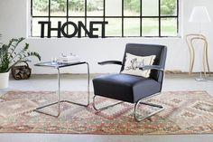 #Thonet B 97   ls in den 1920er Jahren das neue Material Stahlrohr erstmals im Möbelbereich eingesetzt wurde, war der Architekt Marcel Breuer der erste, der daraus das bekannte Tisch-Set B 9 entwickelte. Erst danach entstanden die verschiedenen Stuhlmodelle. Der Thonet-Steckkartenkatalog von ...
