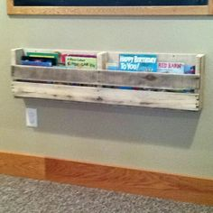 Pallet book rack ... want to do above kid desk for coloring books. :)