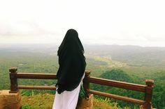 Image may contain: sky cloud outdoor and nature Hijab Niqab, Muslim Hijab, Ootd Hijab, Hijabi Girl, Girl Hijab, Muslim Girls, Muslim Couples, Hijab Dpz, Niqab Fashion