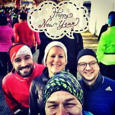 Tradition sollten gepflegt werden und genau das haben wir heute gemacht. Wir schließen das Laufjahr mit dem #silvesterlauf2016 in #nuernberg Ein Jahr ohne Trainingspläne ohne größere Verletzungen und ohne Schwimmen  ich glaub es wird kein Triathlet mehr aus mir . Dafür mit wunderschönen Erinnerungen Bekanntschaften Orten Menschen und viel Spaß am schönsten Hobby der Welt Ich freue mich auf das nächste Jahr mit euch liebe #instarunner und da heißt es wieder #SportFrei Guten Rutsch und alles…