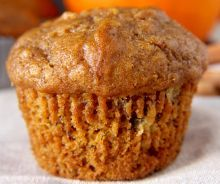 "Pumpkin muffins are classic, especially this time of year, and especially because I keep ""accidentally"" buying a bigger can of pumpkin than my recipe needs, leaving me to come up with more excuses . Banana Dessert Recipes, Easy Cake Recipes, Cupcake Recipes, Sweet Recipes, Pumpkin Banana Bread, Pumpkin Chocolate Chip Muffins, Cinnamon Muffins, Bakery Muffins, Rhubarb Muffins"