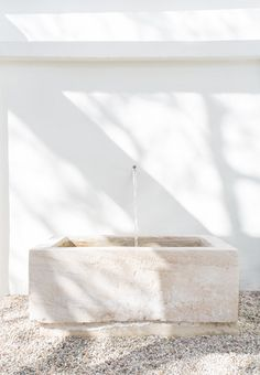 Serene, Whitewashed Minimalist Malibu Home Tour DOMINO:This Serene M. and other interior inspiration Exterior Design, Interior And Exterior, Interior Modern, Outdoor Spaces, Outdoor Living, Outdoor Tub, Ikea Outdoor, Outdoor Bathrooms, Casa Patio