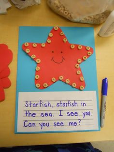 Starfish craft and poem. This would also be fun as a motivational activity. The child gets a cheerio for each answer/ response. I'm thinkin ST blends! Daycare Crafts, Classroom Crafts, Ocean Themed Classroom, Art For Kids, Crafts For Kids, Summer Crafts, Sea Crafts, Starfish Crafts, Starfish Poem
