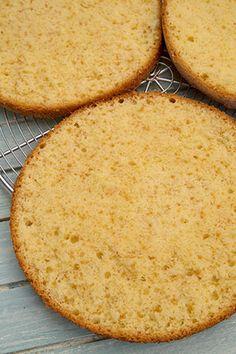 TORT CU CREMA DE AFINE SI MASCARPONE   Diva in bucatarie Cornbread, Cake, Ethnic Recipes, Mascarpone, Millet Bread, Kuchen, Torte, Cookies, Corn Bread