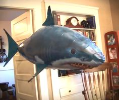 Shop OFF Air Shark™ - The Remote Controlled Fish Blimp - Haushalt - dekoration Small Gifts, Gifts For Kids, Carnival Of The Animals, Techno Gadgets, Cool Inventions, Christmas Makes, Cool Things To Buy, Stuff To Buy, My New Room