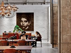 Interior Design Magazine: An office area at the Rockwell Group's NeueHouse in New York. Interior Design Software, Salon Interior Design, Interior Design Magazine, Modern Interior Design, Modern Office Design, Contemporary Office, Modern Offices, Corporate Interiors, Office Interiors