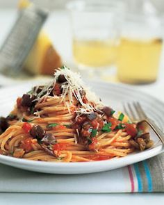 Fast & Easy Dinner: Spaghetti With Eggplant and Tomato Sauce