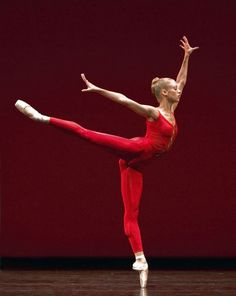 3 professional ballerinas share their daily menu and exercise routine