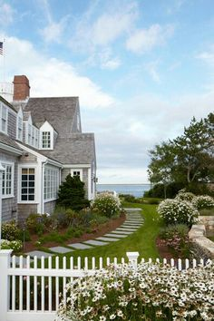 40 Amazing Beach House Exterior Design Ideas Beach Home Decor Beach Cottage Style, Coastal Cottage, Coastal Homes, Coastal Living, Cottage Art, Cottage House, Country Living, Nantucket Cottage, Cottage Living