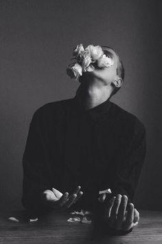 (Source: won-der-land89) Conceptual Photography, Dark Photography, Artistic Photography, Creative Photography, Black And White Photography, Portrait Photography, Photography Flowers, Elephant Man, Photoshoot