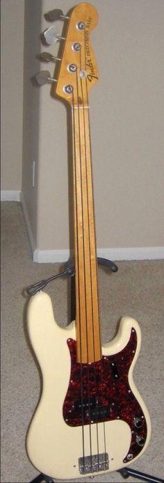 Fender Fretless Precision Bass