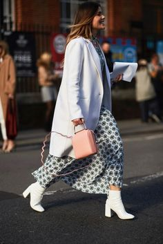 White Boots - The Most Inspiring Street Style at London Fashion Week Fall 2018 - Photos Older Women Fashion, Trendy Fashion, Winter Fashion, London Fashion Weeks, Fall Outfits, Fashion Outfits, Fashion Boots, Casual Outfits, White Ankle Boots