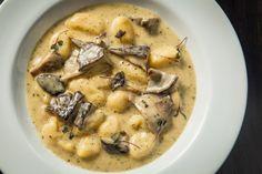 Nhoque de mandioquinha ao creme de cogumelos e queijo