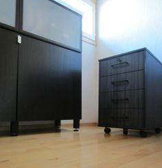 "Tee-se-itse-naisen sisustusblogi: ""Hacked"" Ikea Bestå Cabinet And Re-Coated Office Drawer"