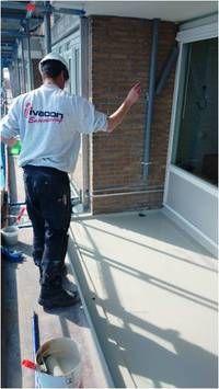 Het injecteren van beton is vaak de meest geschikte methode om lekkage via scheuren in wanden en vloeren tegen te gaan en om gescheurd beton weer aan elkaar te 'lijmen'. Omdat de oorzaak en de aard van de scheurvorming in beton nogal kunnen verschillen, zijn meerdere typen methoden en vloeistoffen voor het injecteren van beton ontwikkeld.