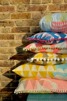 One day I will learn to sew and make lots of floor cushions with pom poms (via jonnaxkangan).