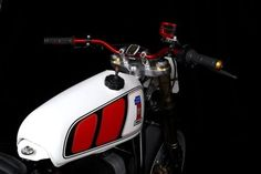 BMW Serie R Flat Track by Mhc Workshop (From Marsella) #motorcycles #flattracker #motos | caferacerpasion.com