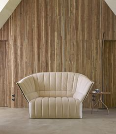 Moël by Inga Sempé, is a return to the all foam know-how of Ligne Roset. This enveloping armchair offers the most comfortable and pleasant experience possible. It appeals most to lovers of an informal lifestyle.