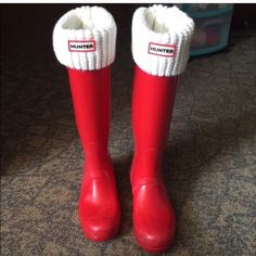 Original Tall Hunter boot socks NWT. Original Tall cream/off-white colored Hunter boot socks. Never worn. Very cute. Bought to match the red Hunter boots I also have listed. Price firm. Hunter Boots Shoes Winter & Rain Boots