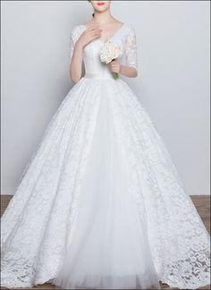 Prinzessinnen Brautkleid aus Spitze mit Knöpfen und Ärmeln