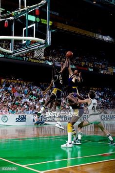 Fotografia de notícias : Byron Scott and James Worthy of the Los Angeles...
