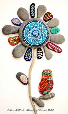 this makes me inspired to do pebble art stuff! Stone Art Painting, Pebble Painting, Dot Painting, Pebble Art, Stone Crafts, Rock Crafts, Arts And Crafts, Caillou Roche, Art Rupestre