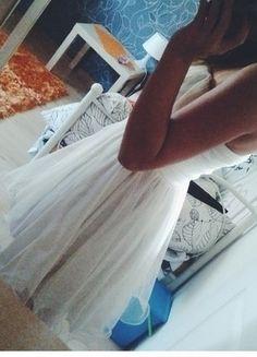 Kup mój przedmiot na #vintedpl http://www.vinted.pl/damska-odziez/sukienki-wieczorowe/16248540-biala-rozkloszowana-sukienka-marki-kikiriki