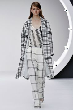 The first few looks at TOPSHOP Unique were quite like Preens! Simple and easy.