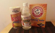 Unclog the bathtub with vinegar and salt!