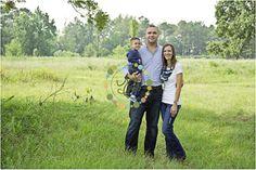 family photo ideas, outdoor family photo ideas, family photography, outdoor family photos, Houston family photographer, The Woodlands family photographer, Kingwood family photographer, Spring family photographer