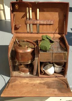 Can be a travel coffee-tea case; G W S Sons England Antique Picnic Leather Trunk set Circa 1910 Picnic Box, Picnic Baskets, Kitchen Box, Campaign Furniture, Chuck Box, Old Trunks, Vintage Picnic, Vintage Luggage, Vintage Travel