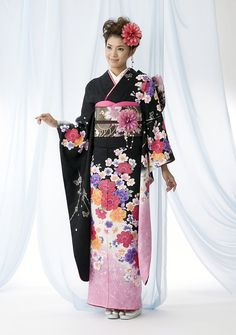 A Japanese girl wearing a Furisode Kimono. A formal Kimono worn by unmarried women. I want a Kimono. c: seriously.