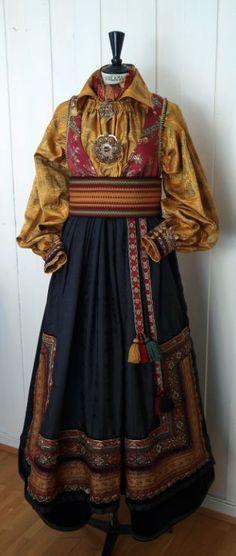 Bilderesultat for telemark drakt Folk Clothing, Medieval Clothing, Folk Costume, Costumes, Fashion Vocabulary, Historical Women, Historical Costume, Fashion Outfits, Womens Fashion