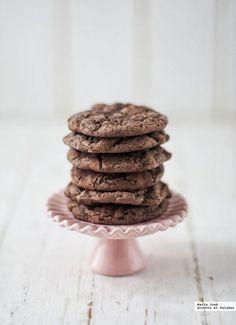 ¿Qué sería de diciembre sin las tradicionales galletas? Durante este mes, las redes se ven invadidas por estos bocaditos dulces de todos los sabores y formas. Mi elección han sido estas cookie brownie