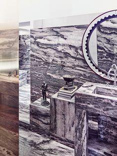 C'est dans un palazzo du XVIIIe siècle que l'architecte-designer Vincenzo De Cotiis s'est inventé un appartement poétique et conceptuel, entre patines du passé et fulgurances contemporaines / Ici, la salle de bain / © Paul Lepreux