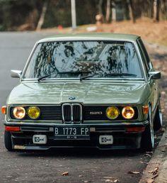 BMW 520 e12 wow